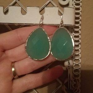 NWOT Stella & dot light green earrings
